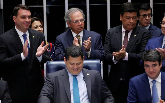 Senado conclui votação de reforma e dá golpe final na aposentadoria de 72 milhões de trabalhadores
