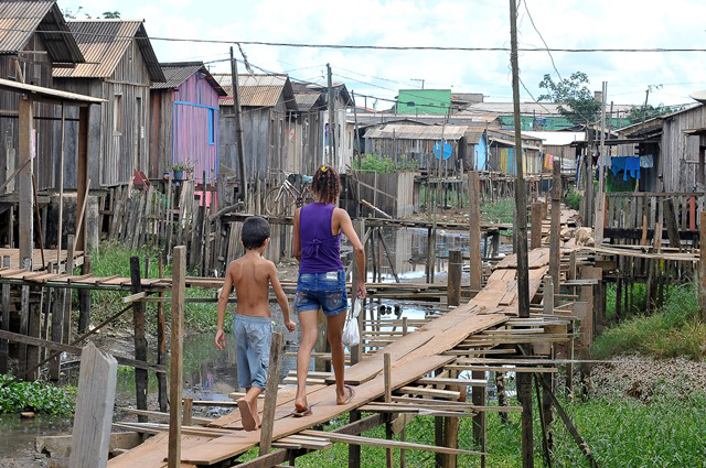 Indicadores sociais apontam aumento da miséria no Brasil e reformas de Bolsonaro vão piorar situação