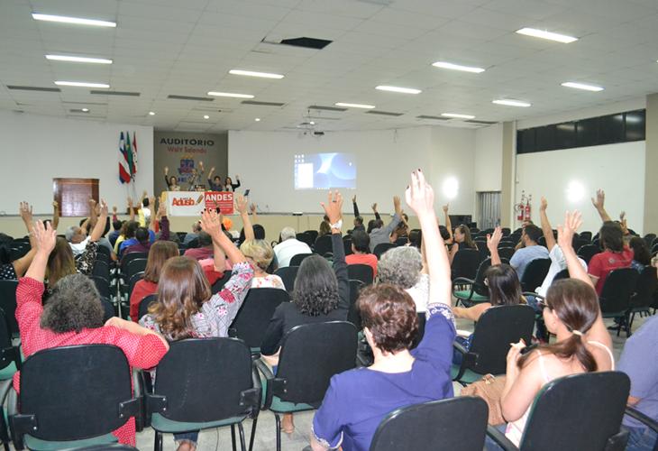 Greve é concluída na UESB e professores cobram novo termo de acordo