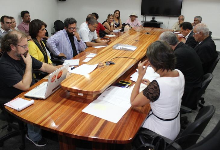 A subserviência do Fórum de Reitores ao Governo Rui Costa