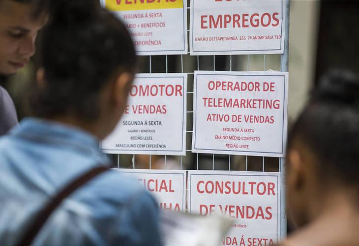 Aumenta o número de trabalhadores informais e desemprego atinge 12 milhões de pessoas