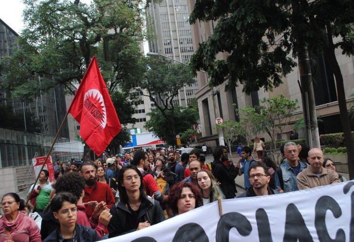 Trabalhadores da USP suspendem greve após aumento no salário e benefícios