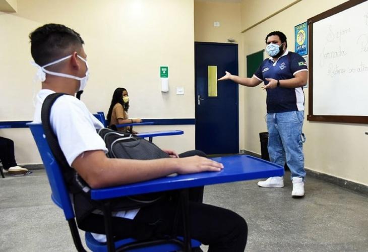 Após retorno do ensino médio presencial em Manaus, 342 professores já foram contaminados pelo novo coronavírus
