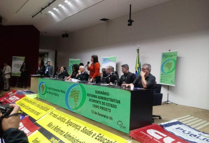 Atividades em Brasília iniciam luta em defesa dos serviços públicos e contra Reforma Administrativa