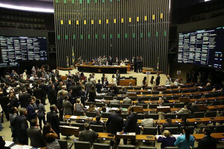 Levantamento mostra como maioria de deputados e senadores votou contra direitos dos trabalhadores