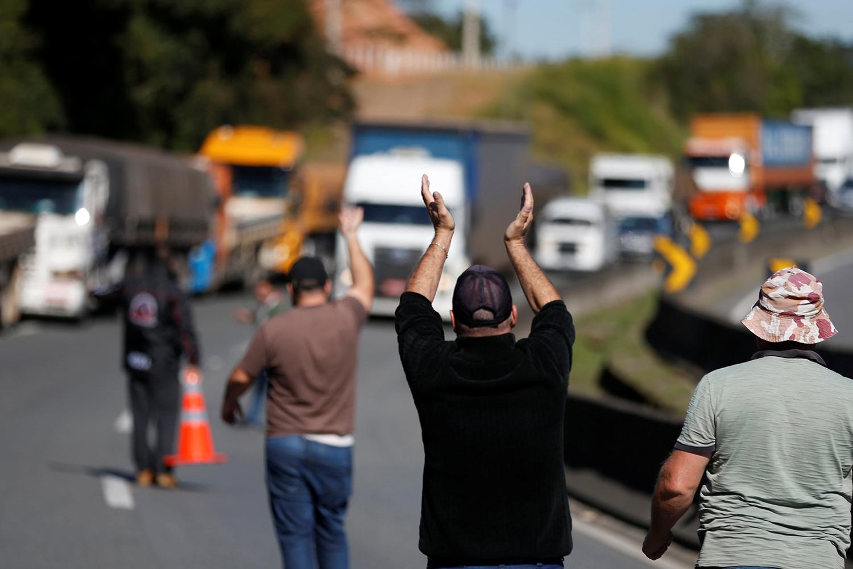 Greve dos caminhoneiros chega ao 4° dia. É preciso toda solidariedade e unificar as lutas em curso