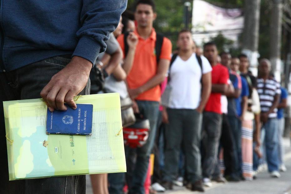Pesquisa do IBGE revela mais de 13 milhões de desempregados e um mercado de trabalho em crise