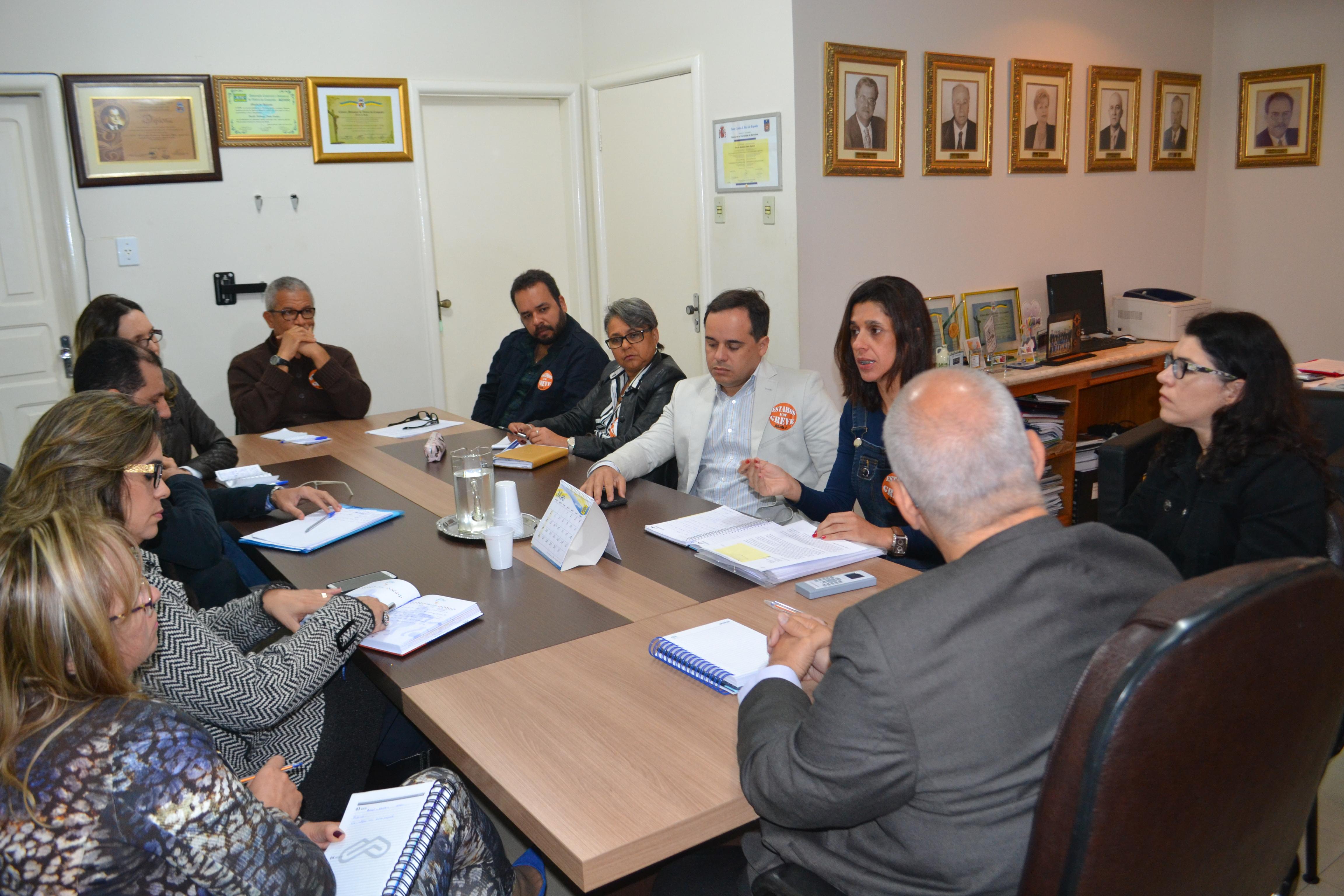 Comando de greve da Adusb denuncia contingenciamento e cobra posição da reitoria