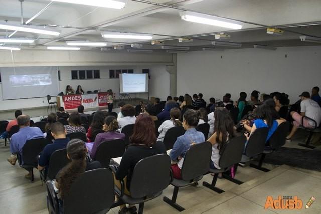 Evento sobre mulheres trabalhadoras discute igualdade de gênero na sociedade capitalista