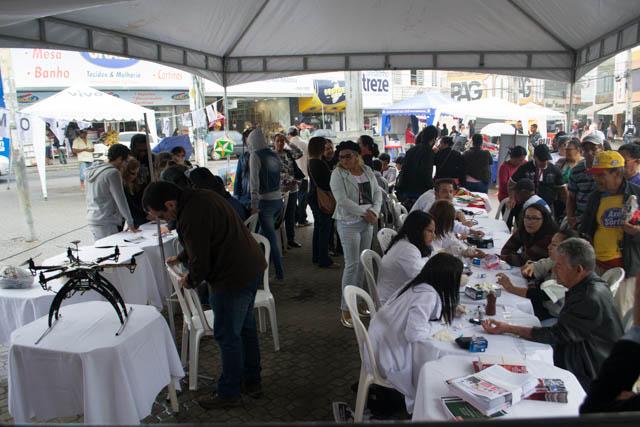 Universidade na Praça denunciou crise orçamentária e arrocho salarial