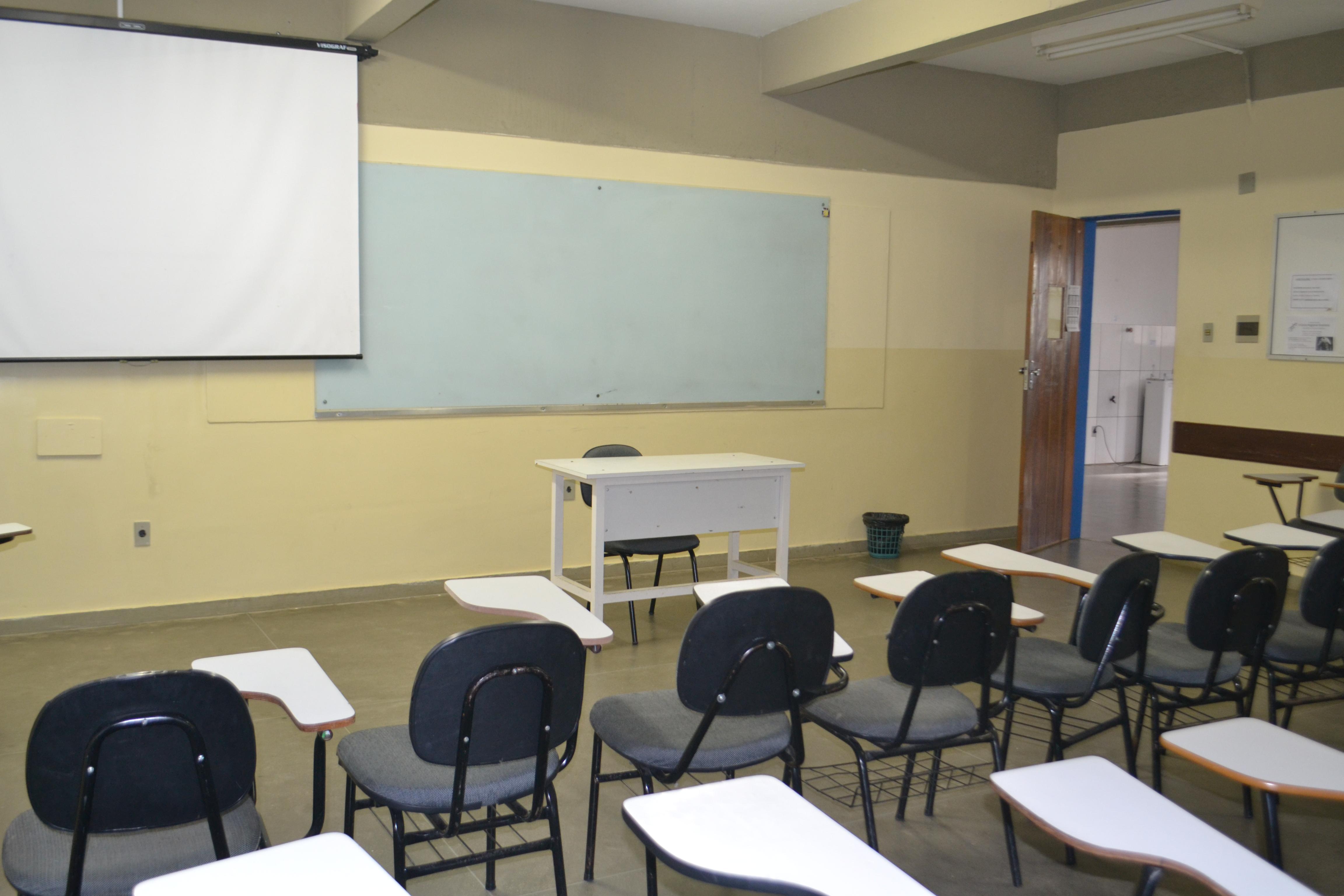 Novos cursos da Uesb sofrem com falta de professores