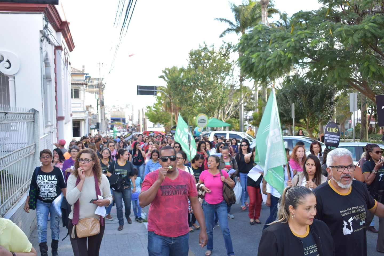 Prefeitura de Vitória da Conquista não respeita professores grevistas e encaminha projeto à Câmara de Vereadores