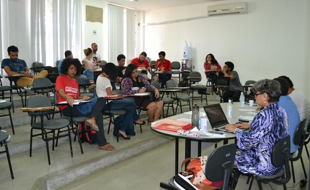 Comitê baiano em defesa da educação prepara mobilização do PIBID e ida ao II ENE
