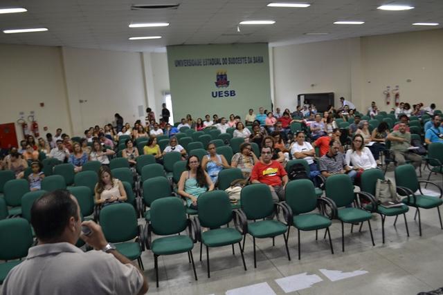 Crise política do Brasil é discutida com ampla participação em evento da Adusb