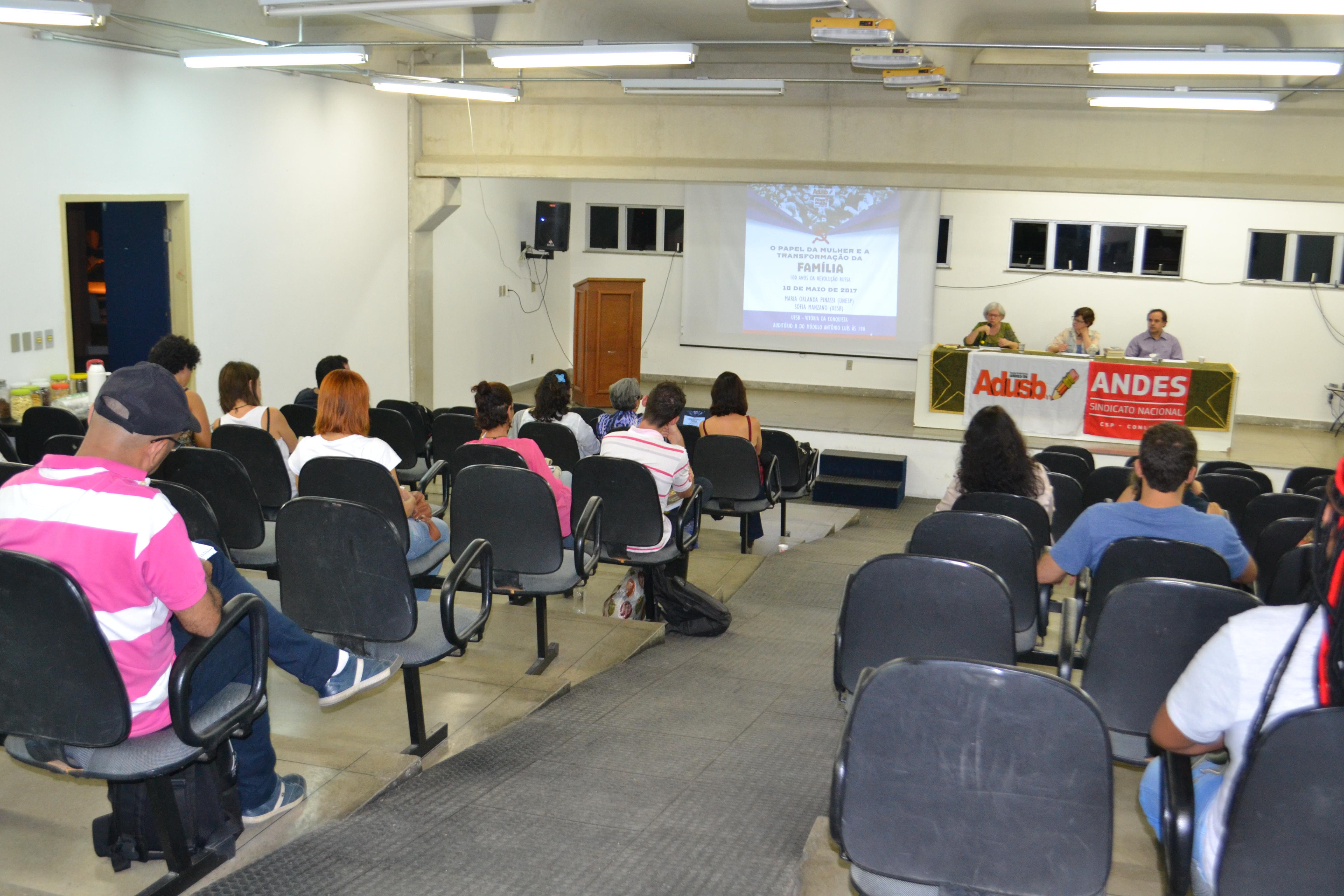 Condição social das mulheres na Revolução Russa foi tema de palestra promovida pela Adusb na quarta-feira (10)