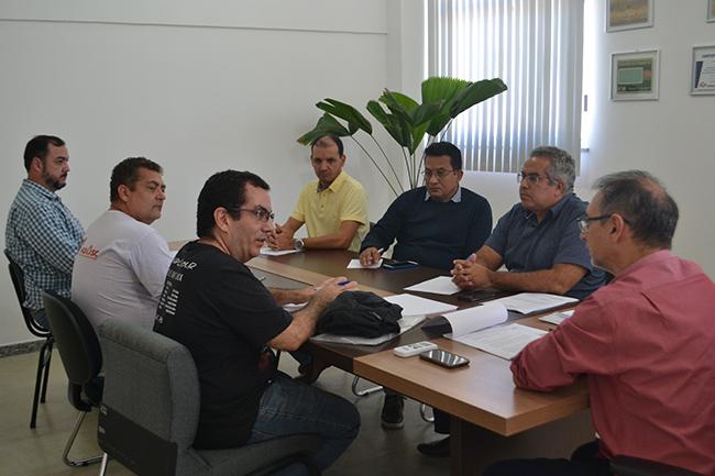 Adusb discute direitos trabalhistas com a nova reitoria da Uesb
