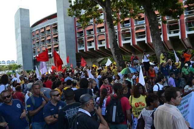 Reajuste linear: Governo da Bahia economiza a custa dos servidores públicos