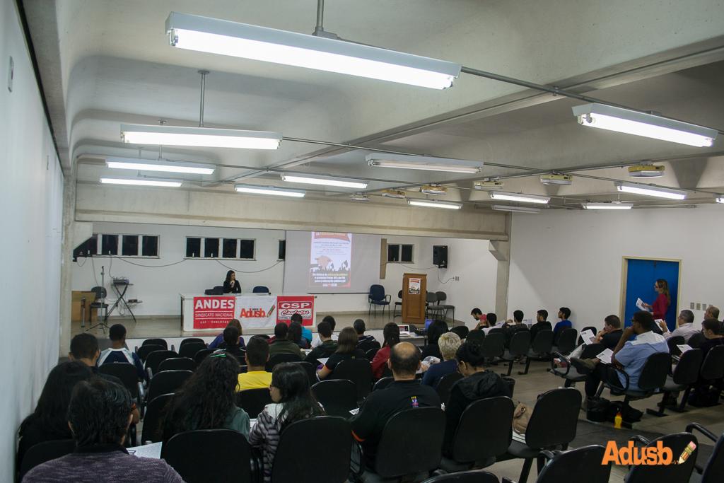 Dia Nacional de Luta é marcado por debate sobre PNE e mercantilização da educação