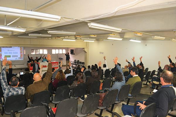 Indicativo de greve é aprovado por professores da UESB