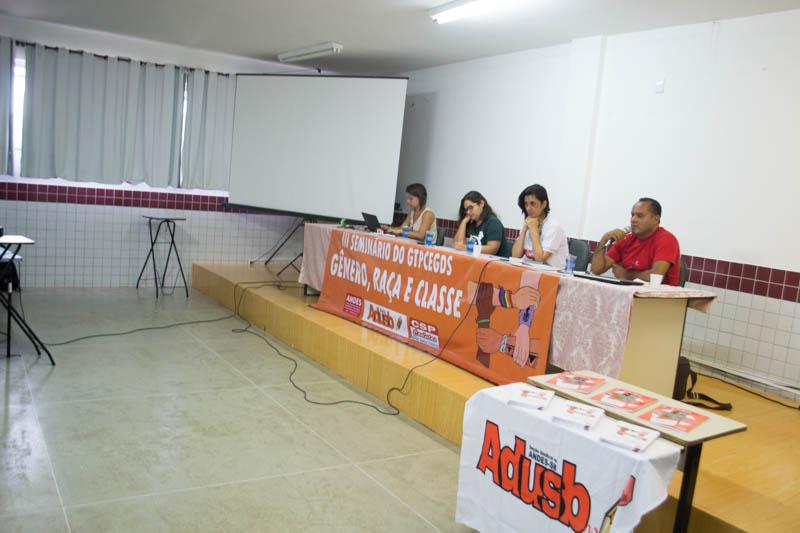 Mesa debate LGBTfobia e seus reflexos