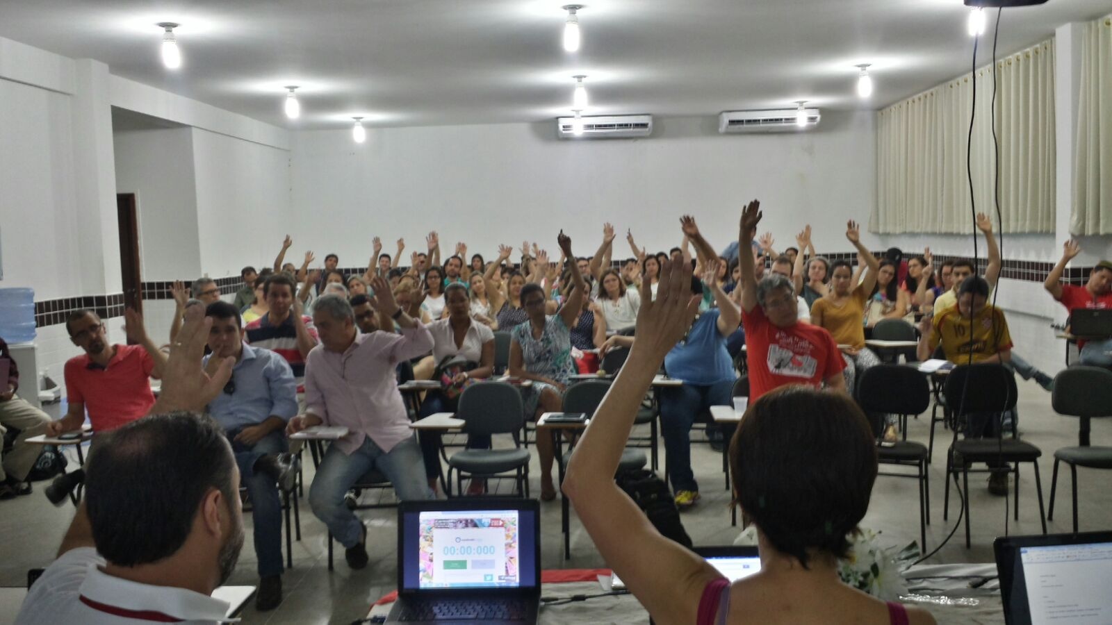 Assembleia aprova paralisação de 7 a 11 de dezembro contra retirada de direitos trabalhistas