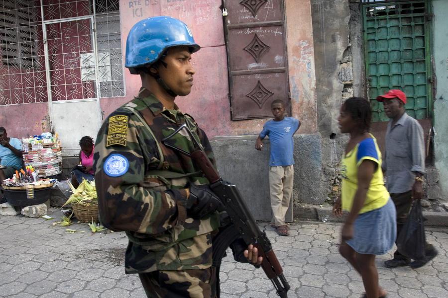 Após 13 anos, tropas da Minustah saem do Haiti, deixando pra trás miséria e violações aos direitos humanos