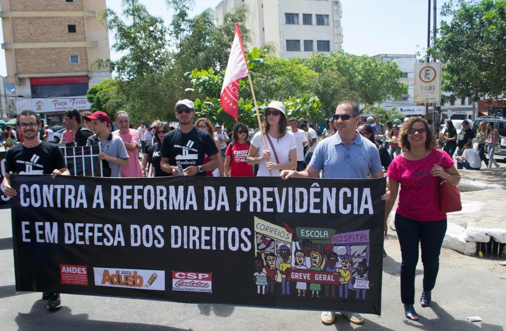 Protesto no Centro de Vitória da Conquista contra a Reforma da Previdência