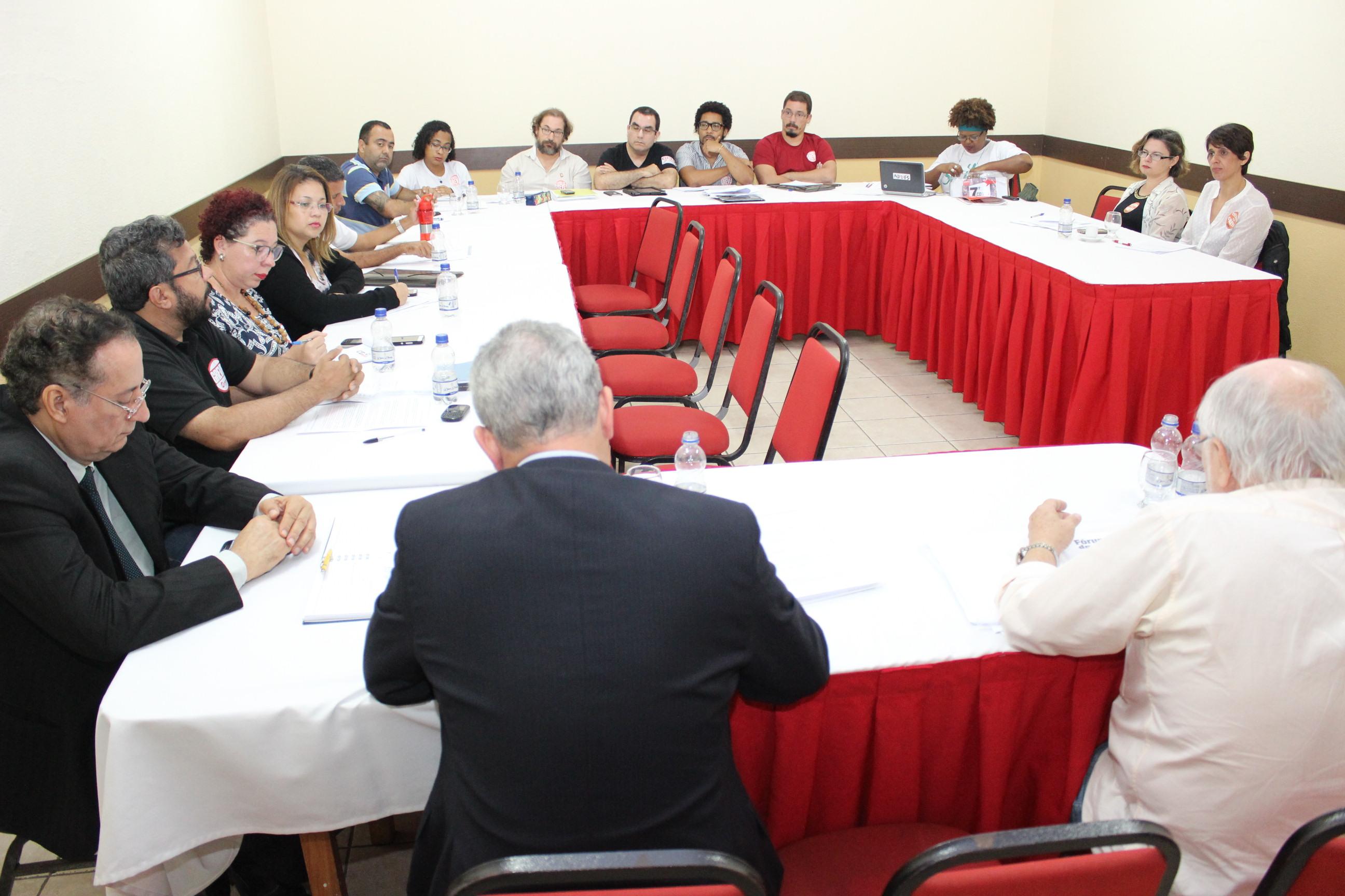 Após novas discussões, proposta de Minuta de Acordo será encaminhada aos professores nesta terça