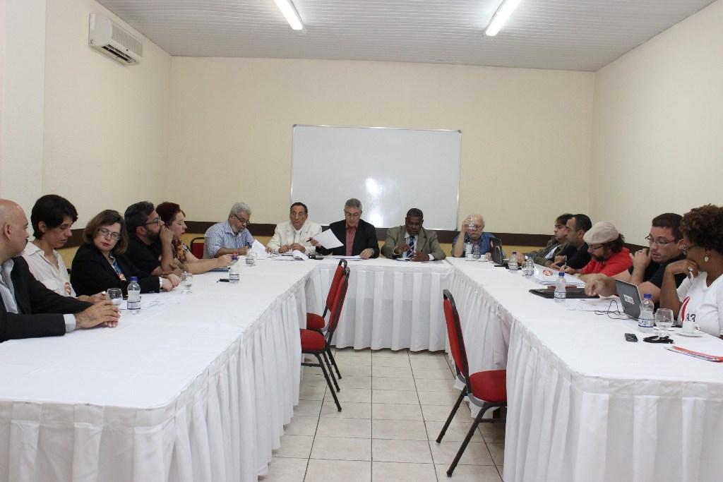 Acordo é assinado e professores da UESB encerram greve com vitória