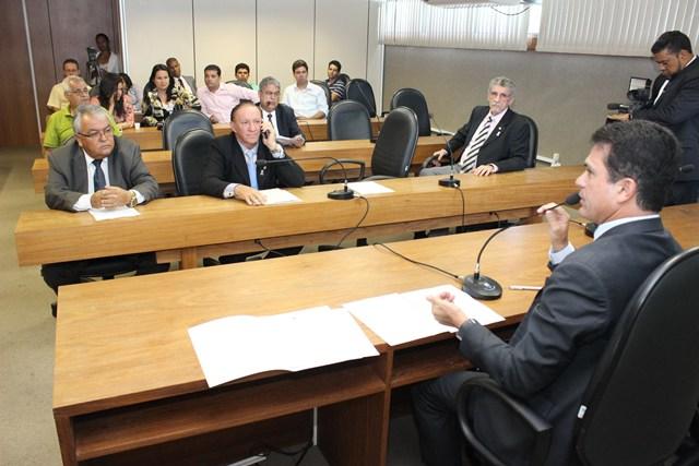 Deputados negam audiência pública sobre crise orçamentária nas UEBA