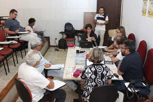 Governo Rui Costa publica novo decreto de contingenciamento e ataca o serviço público
