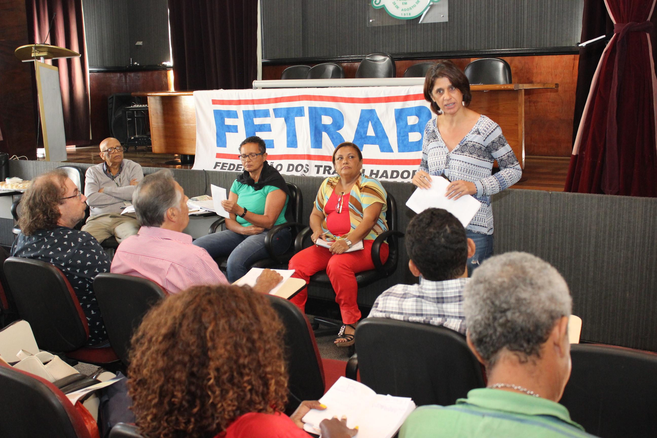 Fórum das ADs participa de plenária dos servidores que aprova indicativo de greve geral