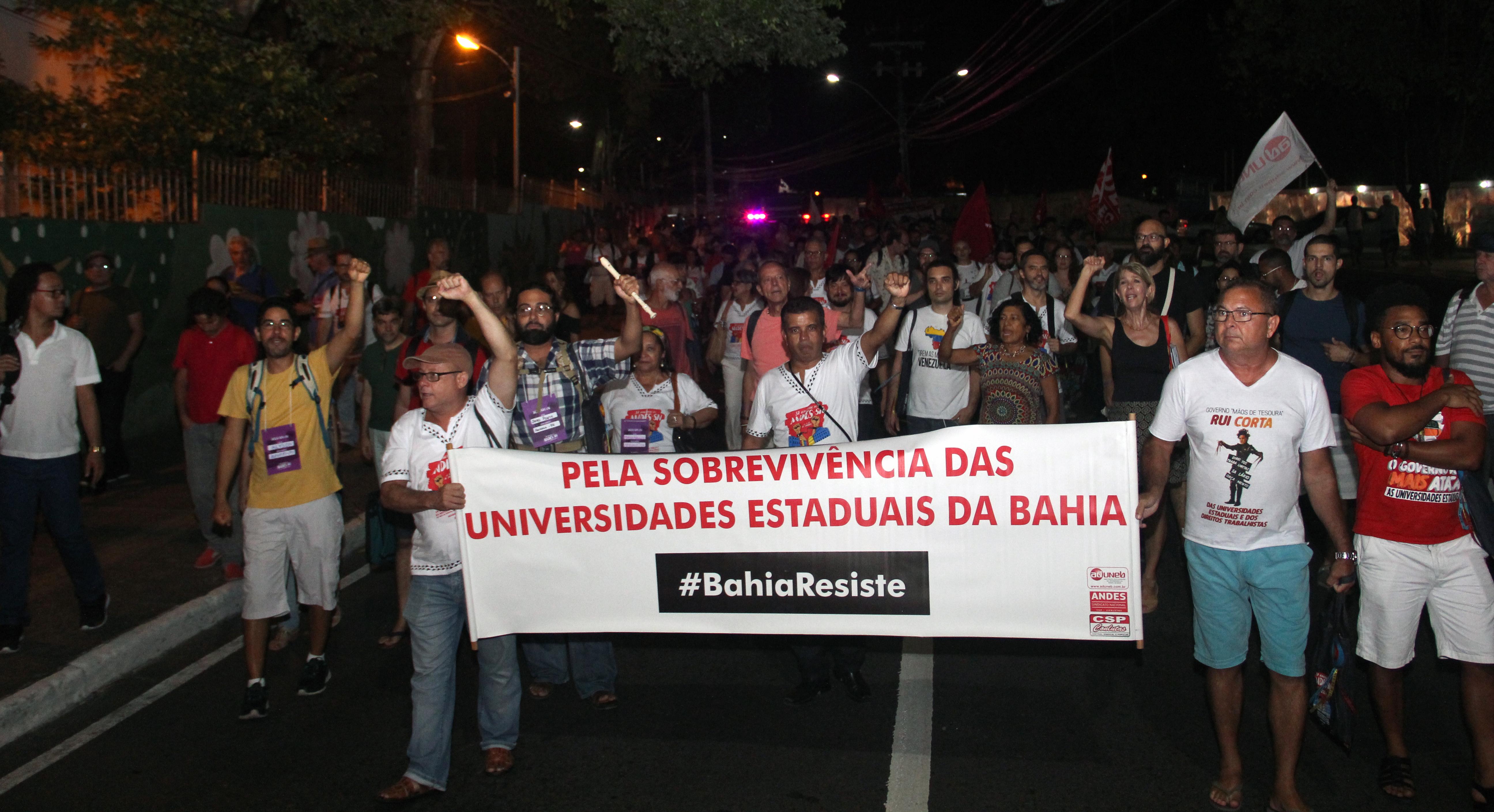Participantes do 37º Congresso do ANDES-SN fazem manifestação em Salvador (BA)