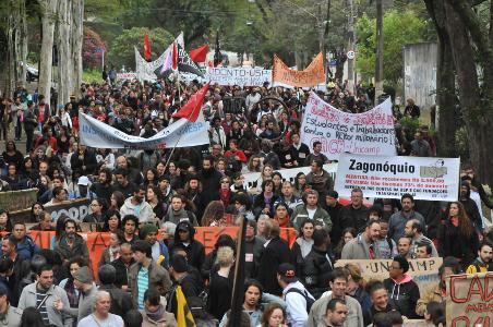 Ato em São Paulo pressiona governo por mais verba para universidades estaduais