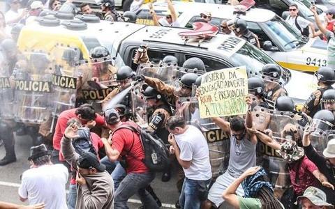 Governo do Paraná transforma Curitiba em praça de guerra para alterar previdência