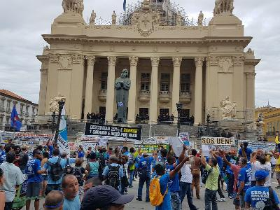 Manifestação de servidores no Rio de Janeiro adia privatização da Cedae
