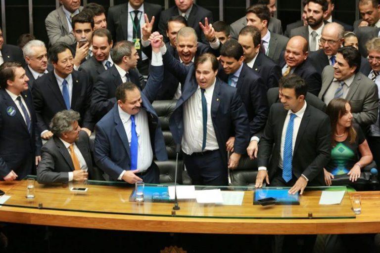 Refis: deputados e senadores têm desconto milionário em dívidas e ainda assim dão calote na Receita