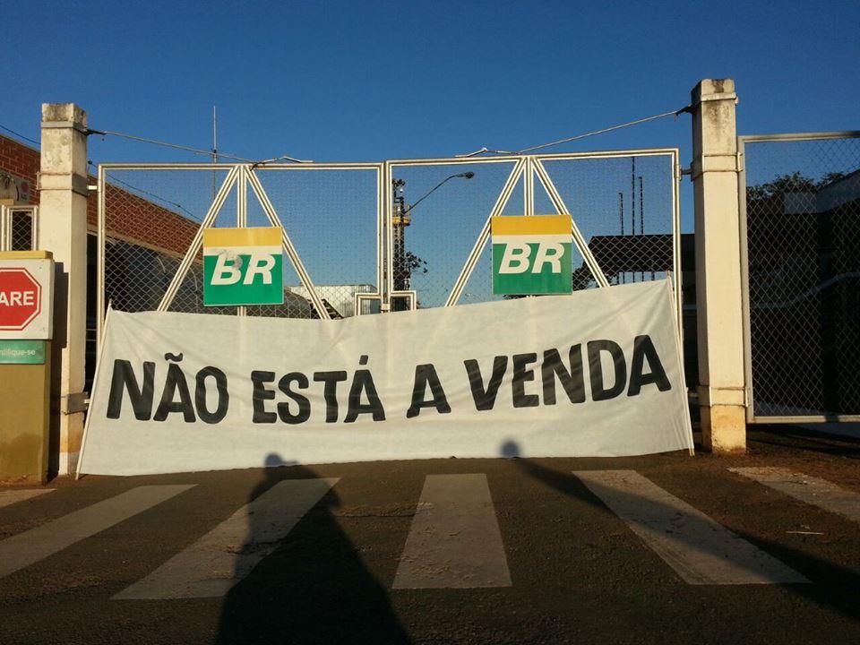 Após decisão do STF, Petrobrás suspende venda de refinarias. É hora de ir à luta para barrar privatizações