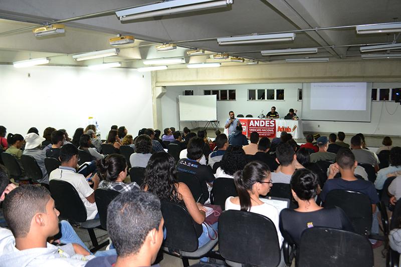 """""""A PEC 287 é uma declaração de guerra para quem vive do trabalho no Brasil"""""""