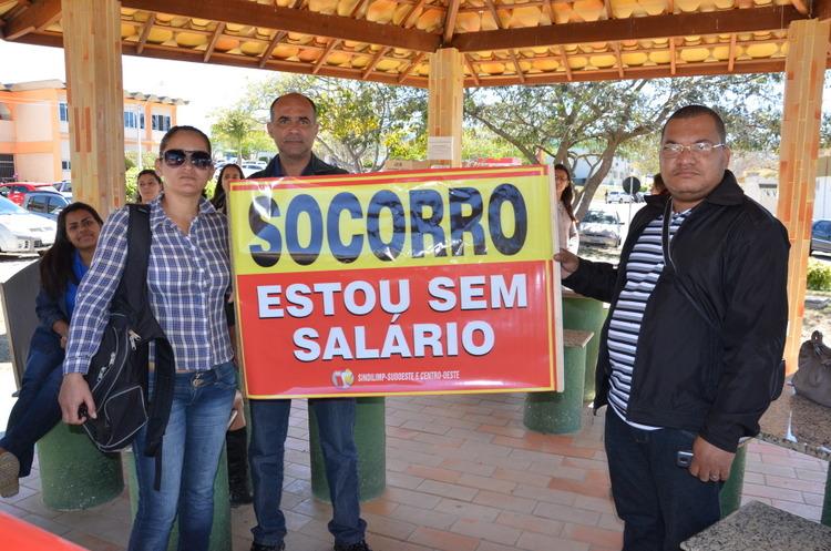 Com salários atrasados, terceirizados da Uesb paralisam atividades