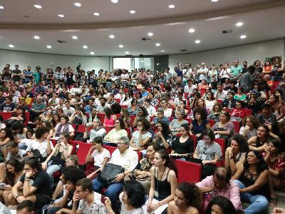 Sem sinalização de reversão das demissões na UnB, estudantes mantêm ocupação