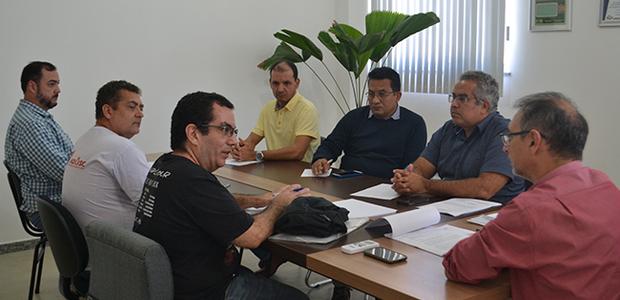 Uma nova reunião será solicitada após atualização da pauta interna.
